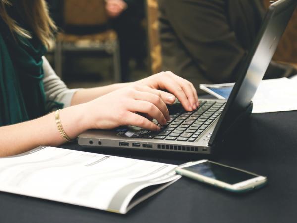 photo women using computer